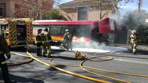 Autobús de Tussam siniestrado