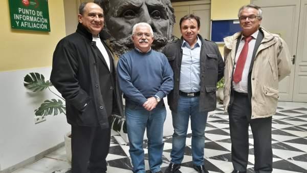 Luciano Gómez, con representantes de la empresa Policedencias.