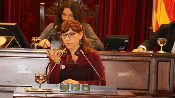 Laura Camargo reproduce en el pleno las declaraciones de Rajoy con su móvil