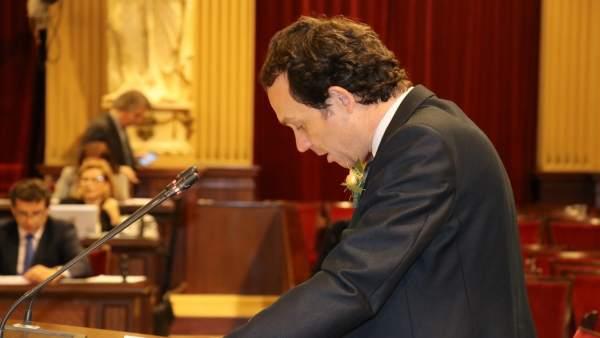Marc Pons defiende el decreto ley en el pleno