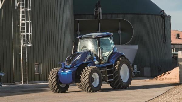 Tractor alimentado por metano junto a los biodigestores
