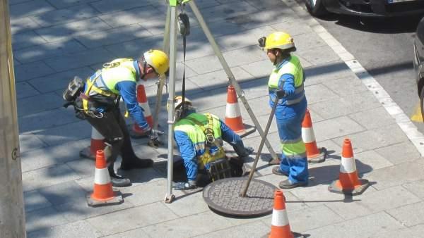 Obreros, obras, obra pública, alcantarilla, operarios, reparación