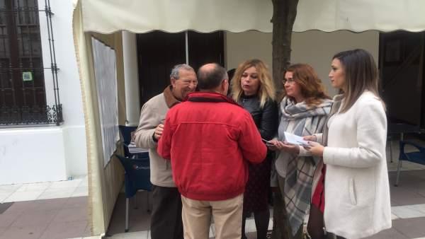 María Márquez y Rocío Cárdenas, en un reparto informativo.
