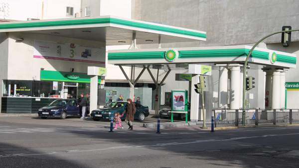 Gasolinera, Surtidores