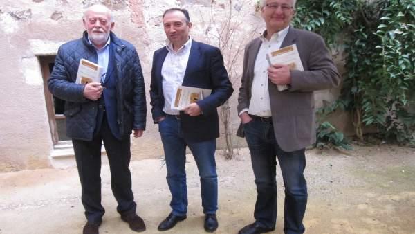 Presentación de un libro sobre la muralla de Cáceres