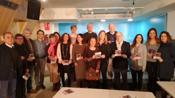 Gómez con miembros de la Plataforma de Ocio de Calidad