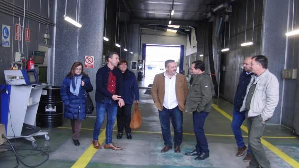 Manuel Ceada visita la ITV de Zalamea la Real.