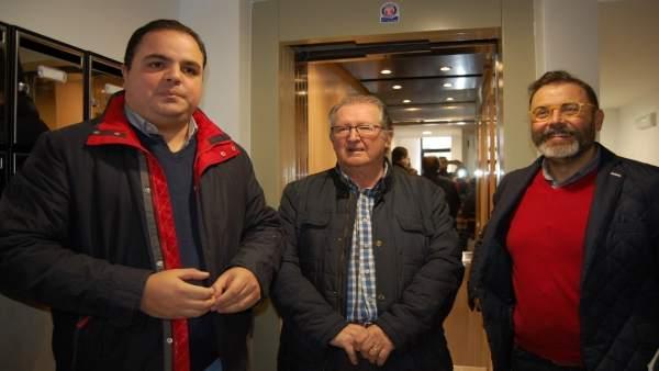 Visita a las obras para la instalación de un ascensor en un edificio de Martos.