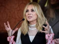 """Marta Sánchez responde a los que critican su letra del himno: """"Pues vete a otro lado"""""""