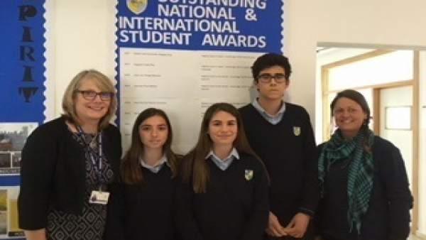 Los tres alumnos del centro de Málaga obtuvieron la mejor nota mundial.