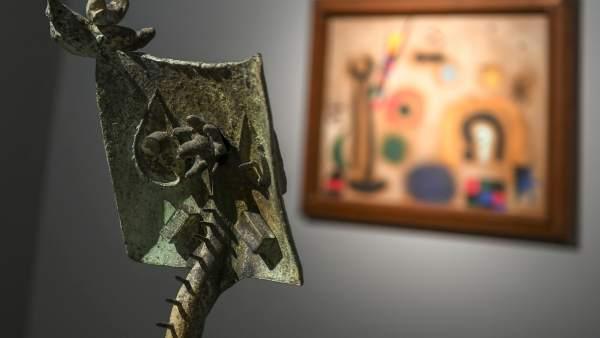 """El Miró """"més viu i radical"""" s'escapa del santuari per a instal·lar-se en l'IVAM amb 200 obres"""