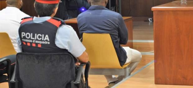 El condenado por matar y descuartizar a un hombre, de blanco en el juicio