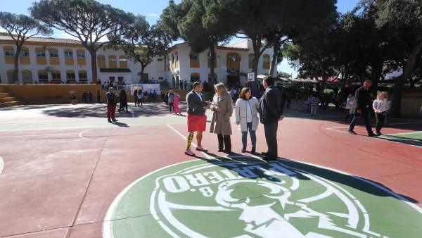 Ayuntamiento de Marbella alcaldesa colegio repintado mejora instalaciones colegi