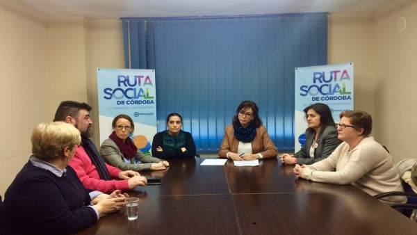 Las dirigentes del PP (centro) con las responsables de UGT (izda.) y CCOO (dcha.