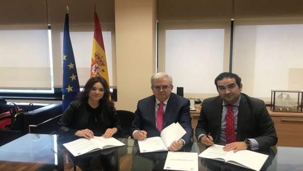 Firma adenda desaladora Marbella