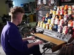 Un británico crea el primer instrumento musical hecho con Furbys