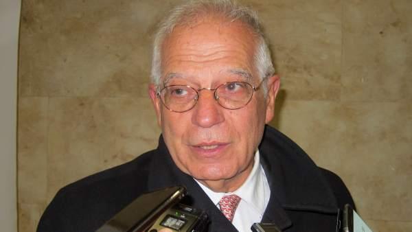 Salamanca.- Borrell atiende a los medios