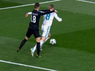 Penalti de Lo Celso a Kroos