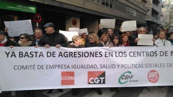 Trabajadores de los centros de menores de Granada