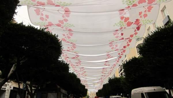 Paseo entoldado en la Feria de Almería