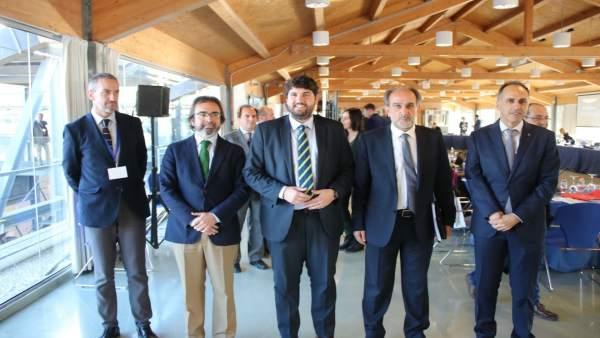 Fernando López Miras preside la reunión del Buró Político de la Comisión