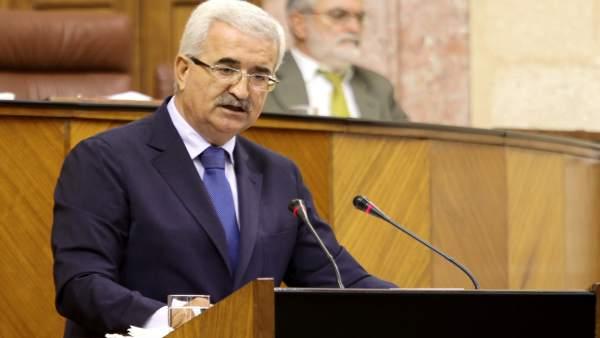 El consejero de Presidencia, Manuel Jiménez Barrios, en el Pleno