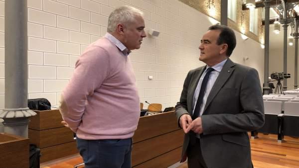 Sánchez Quero y Miramón hablan antes del pleno de la DPZ