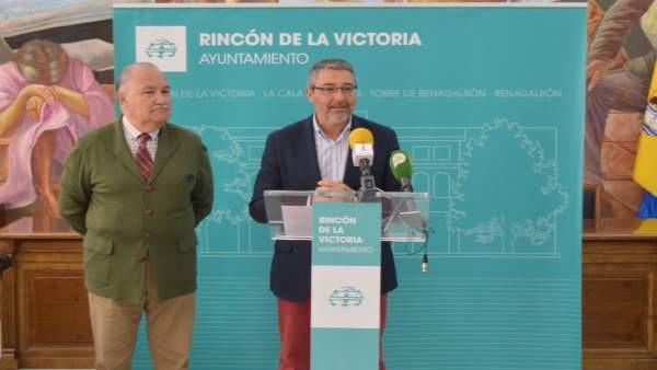 Francisco Salado, alcalde de Rincón en rueda de prensa