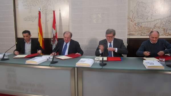 Valladolid.- Un Momento De La Firma De Los Nueve Acuerdos