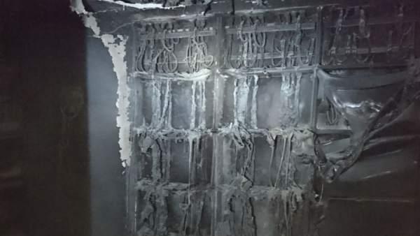 Desallotjada una finca de Paiporta per quedar-se sense llum després d'incendiar-se el quart de comptadors