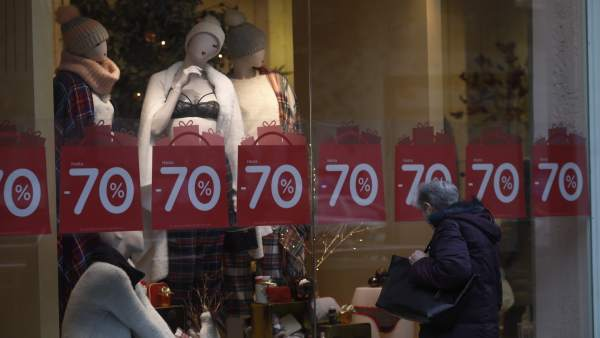 Els valencians gasten una mitjana de 224€ en les rebaixes, un 12% menys que l'any anterior