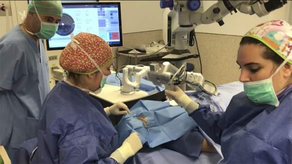 L'Hospital de Manises realitza una innovadora cirurgia que evita el trasplantament de còrnia
