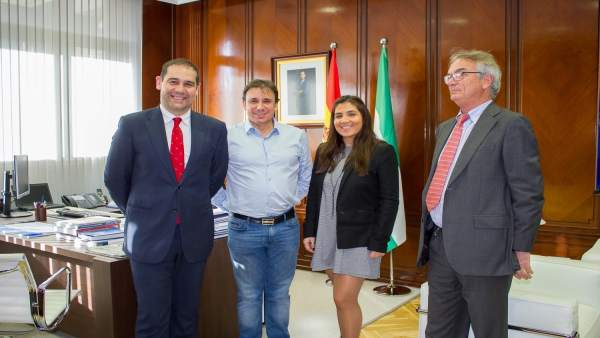 José Luis Ramos recibe a los representantes de Policedencias España SL.
