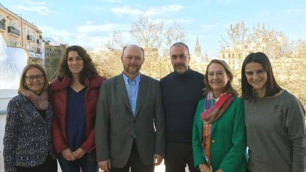 El PSOE se reúne con la plantilla de Correos