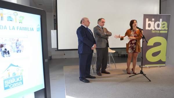 Lourdes Burgos diputada provincial con bidafarma asociaciones pacientes farmacia