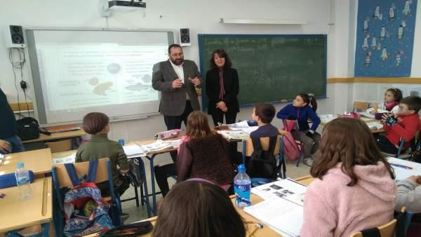 Nota Y Fotos / El Delegado De Educación Visita El Colegio Público Rural De Nevad