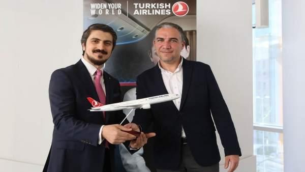 Elías Bendodo con Mehmet Akalin Turkish Airlines málaga vuelos aérea compañía