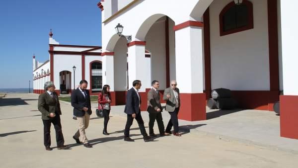 Nota De Prensa Y Fotos Visita De Ignacio Caraballo A Bodega Marqués De Villalúa