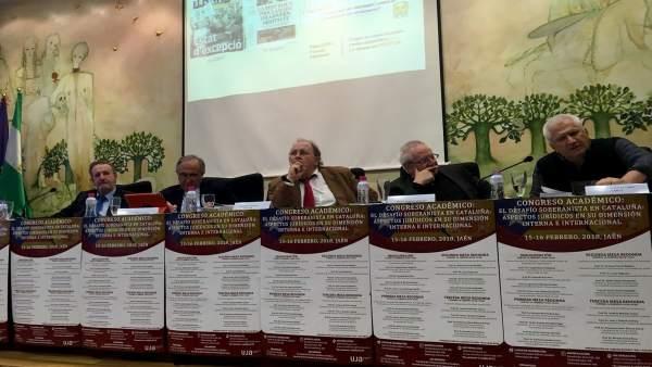 Mesa redonda en el congreso sobre el conflicto catalán.
