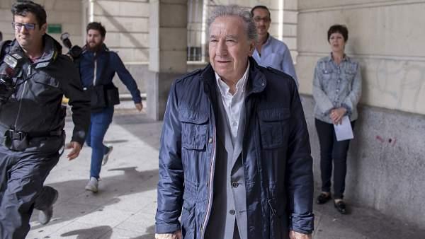Manuel Muñoz Medina, empresario que simuló besar a Teresa Rodríguez