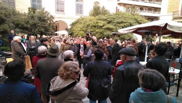 Concentración contra la reforma de la Plaza Deán Mazas