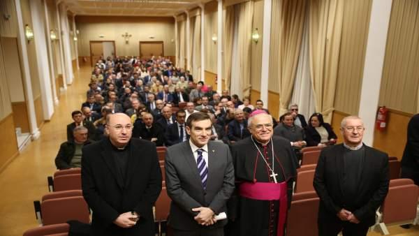 Encuentro de hermandades de Córdoba con el obispo