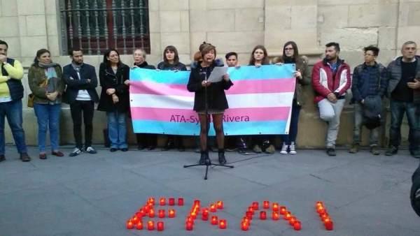 Concentración en Sevilla en recuerdo del joven trans Ekai