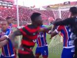 Pelea entre jugadores de Bahía y Vitoria