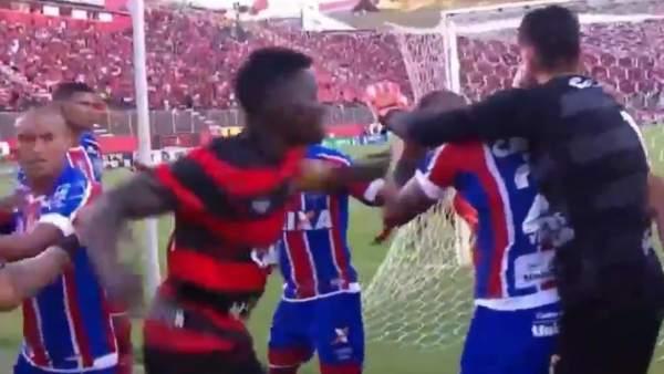 Brutal pelea en un partido de fútbol en Brasil