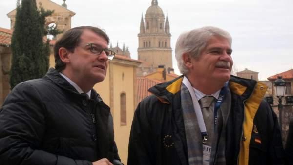 Fernández Mañueco junto al ministro Alfonso Dastis en Salamanca