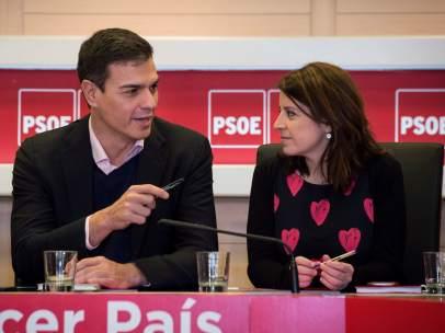 Pedro Sánchez y Adriana Lastra, secretario general y vicesecretaria general del PSOE, este lunes en Ferraz.