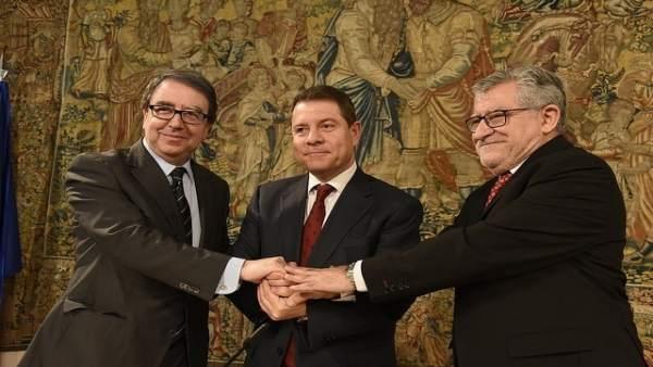 Firma del contrato programa entre la Junta y la UAH