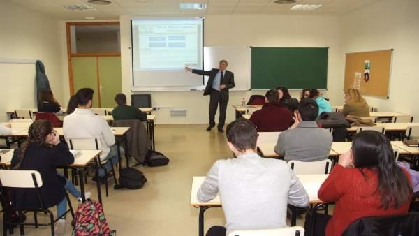 Curso de financiación bancaria y planes de empresas con alumnos de la UJA.