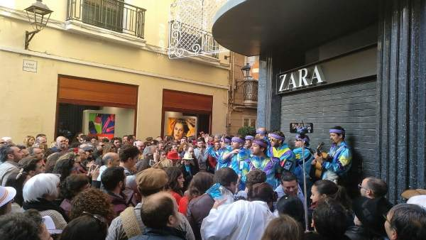 Carnaval en la calle en Cádiz